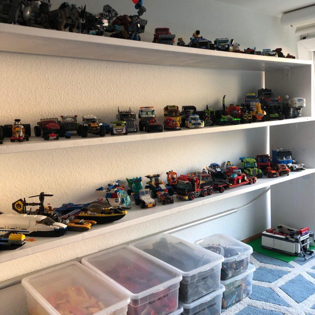 Lego Regal sortiert